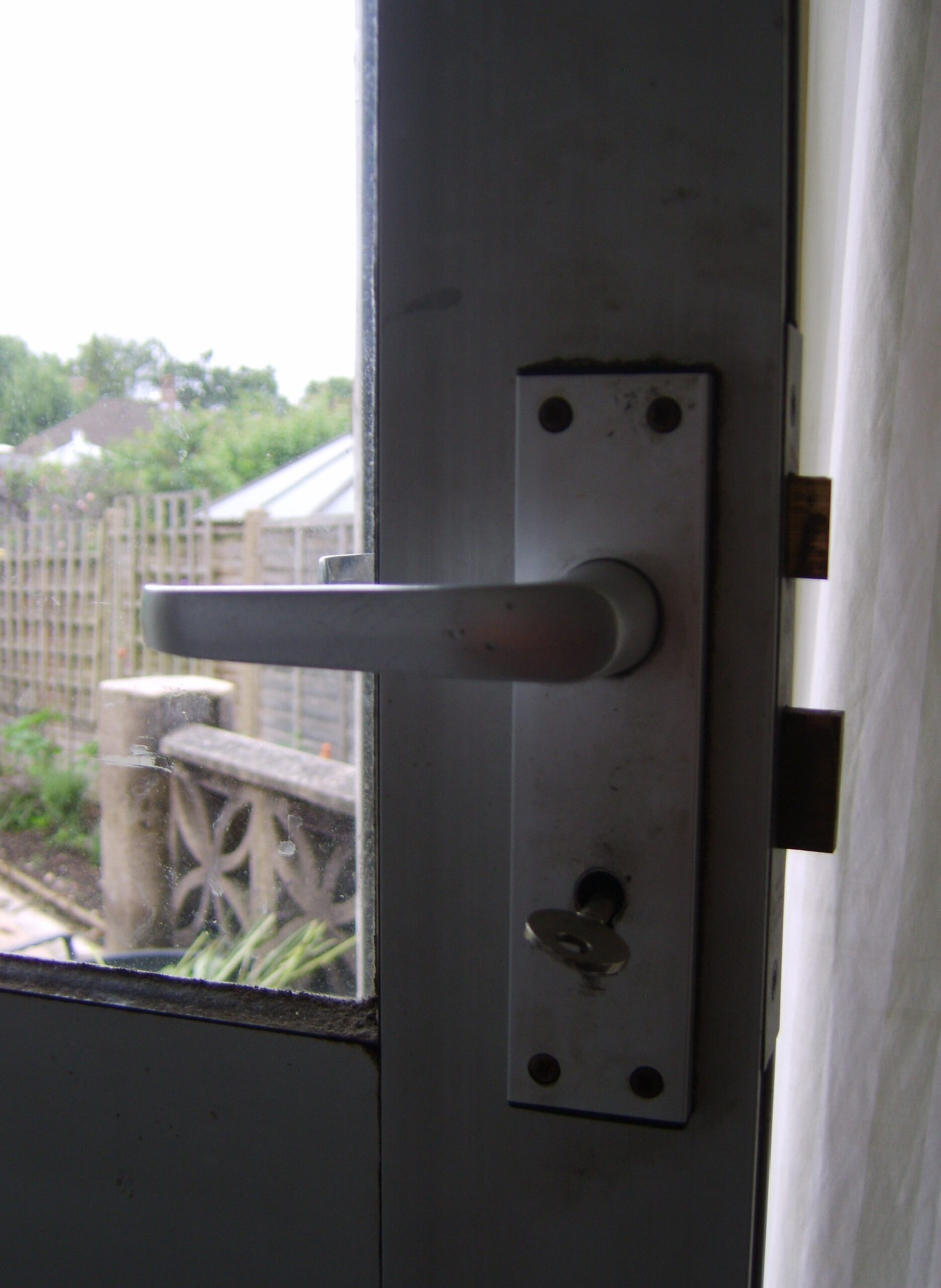 A 3lever sashlock fitted to an aluminium back door