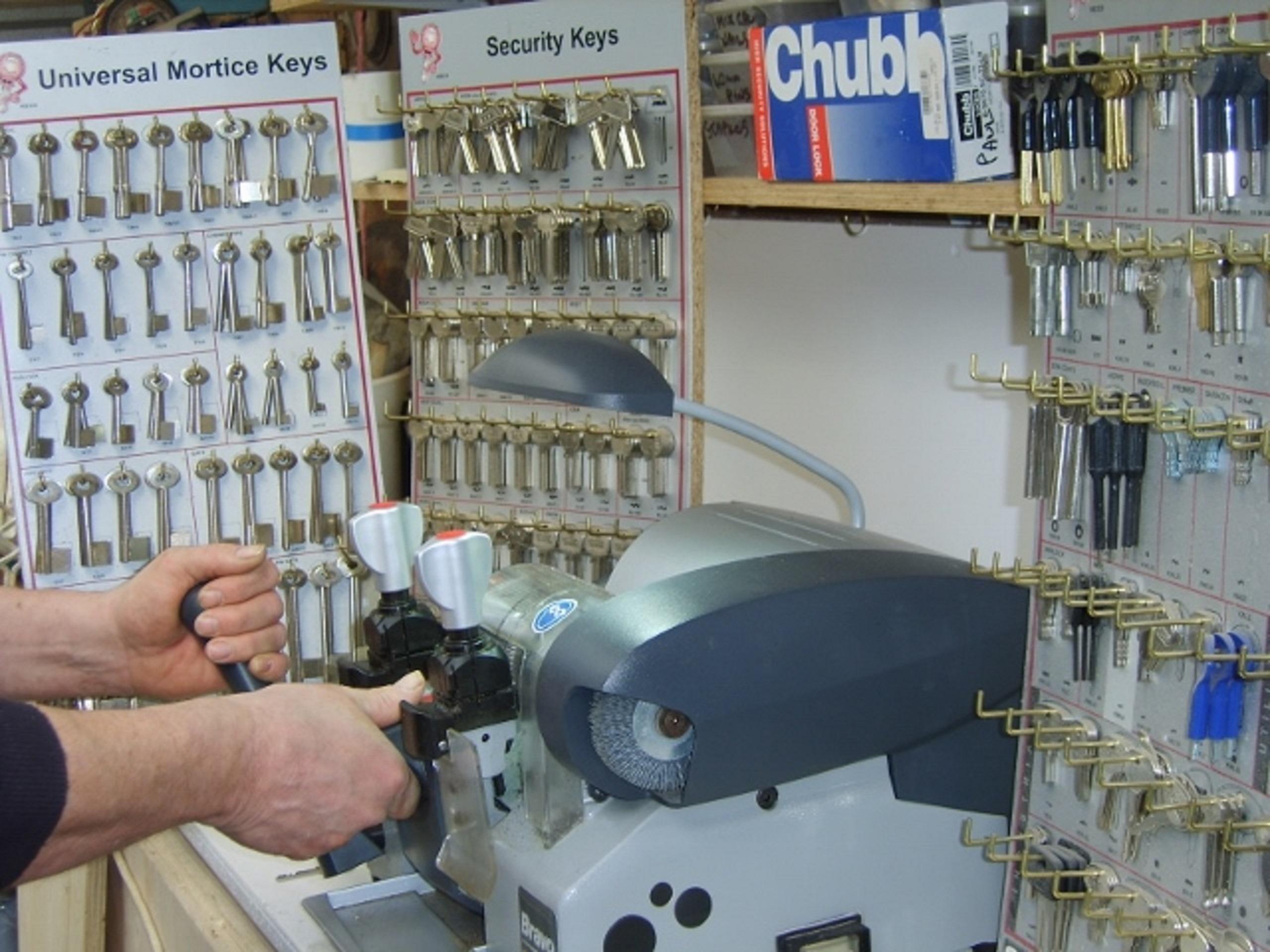 Locksmith EN5. Call your local locksmith for key cutting.