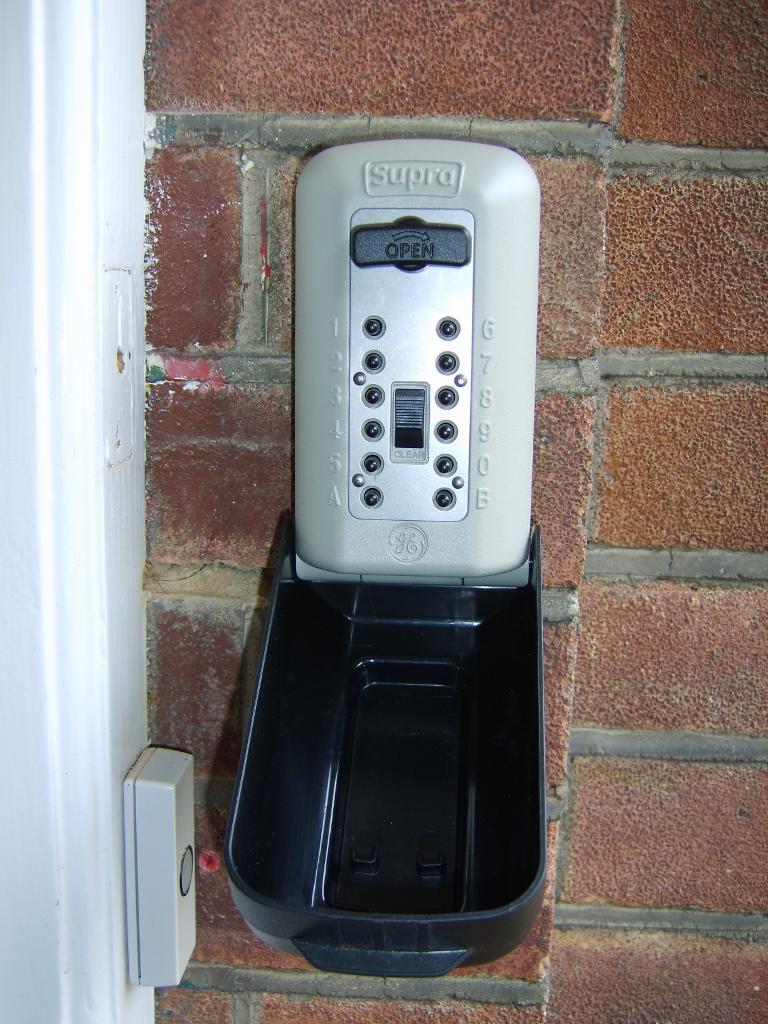 Locksmith EN5. Need a Key Safe in Barnet?Call us.